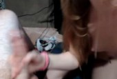 Elle lui fait vibrer les couilles et il jouit grave devant la webcam